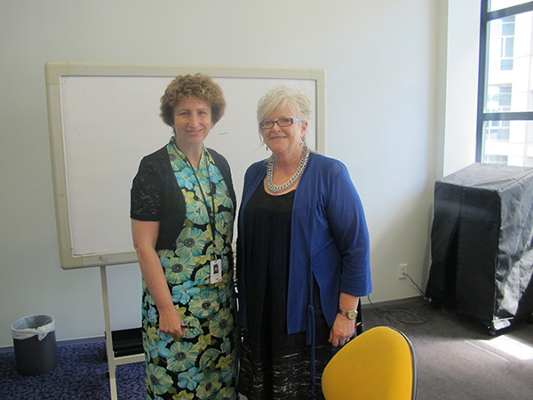 new-zealand-wellington-central-library-joanne-horner-and-colleague-600x450
