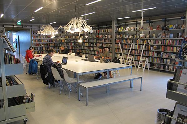 Rentemestervej Library, Copenhagen - Studying youth